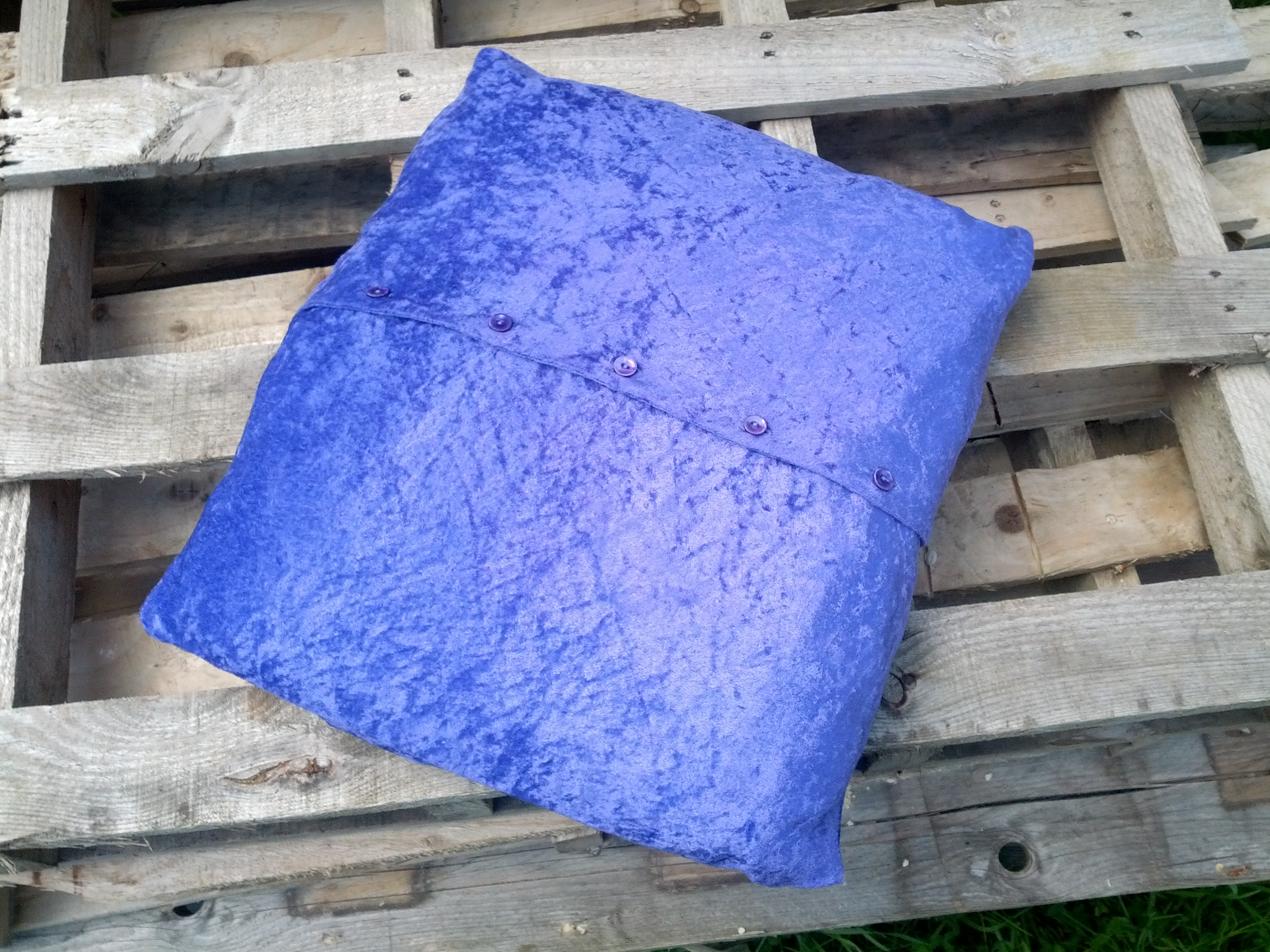 Cushion cover in crushed purple velvet